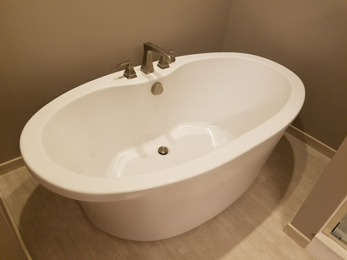 Soaker tub with Delta faucet
